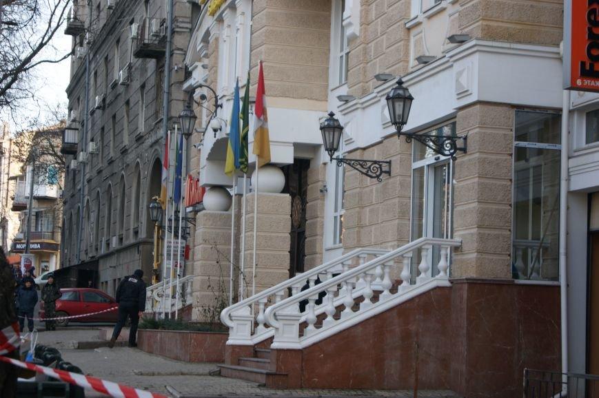 3b30b2d7c9c0179a2b62635a5bc126aa Из-за телефонных хулиганов в Одессе не ходят троллейбусы и перекрыта улица