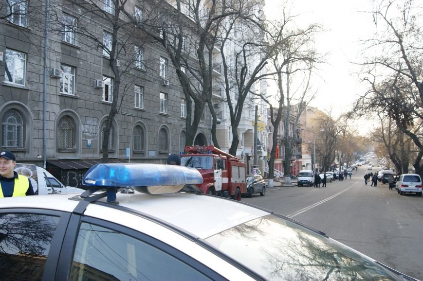 3ffa506e179098b89b808a164945b9a8 Из-за телефонных хулиганов в Одессе не ходят троллейбусы и перекрыта улица