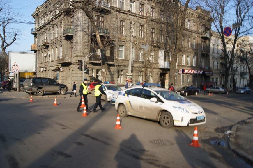 6162dc92d3cbeaa75ae64f089728ca2f Из-за телефонных хулиганов в Одессе не ходят троллейбусы и перекрыта улица