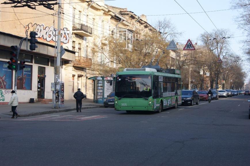 a71eb5e2da9c06e4d79ad632cf761ad1 Из-за телефонных хулиганов в Одессе не ходят троллейбусы и перекрыта улица