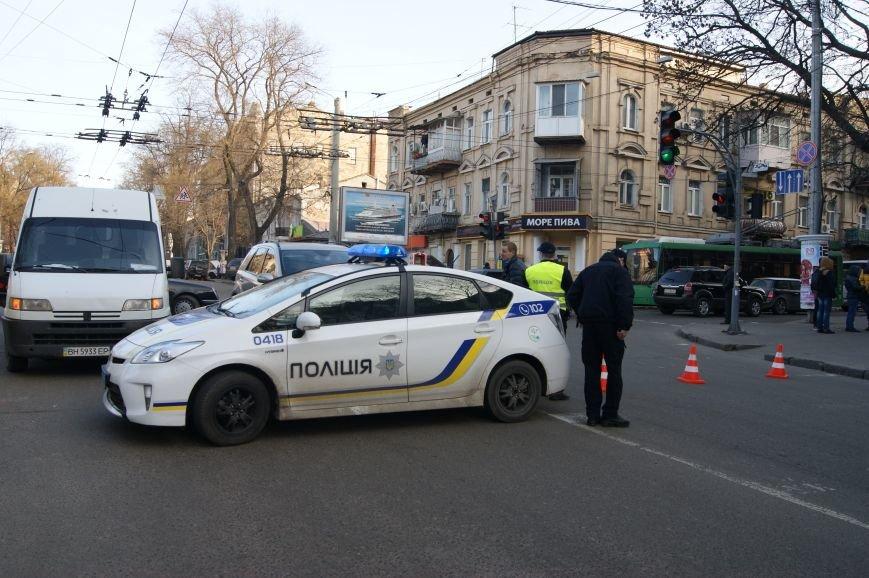 cc2ccfeb8f9fc551a20e6bf5beccc13c Из-за телефонных хулиганов в Одессе не ходят троллейбусы и перекрыта улица