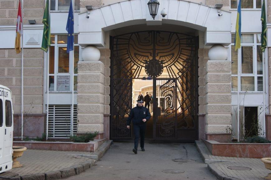 f17c6ad4ef0196a40cf06b4ab282b9e6 Из-за телефонных хулиганов в Одессе не ходят троллейбусы и перекрыта улица