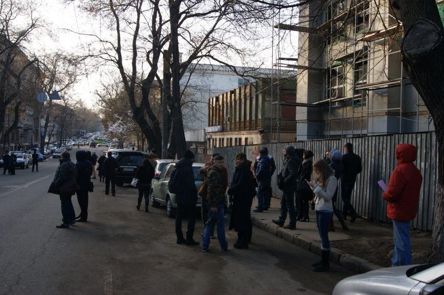 fb79b3b003e3aacacb4b62b424fc8bdc Из-за телефонных хулиганов в Одессе не ходят троллейбусы и перекрыта улица
