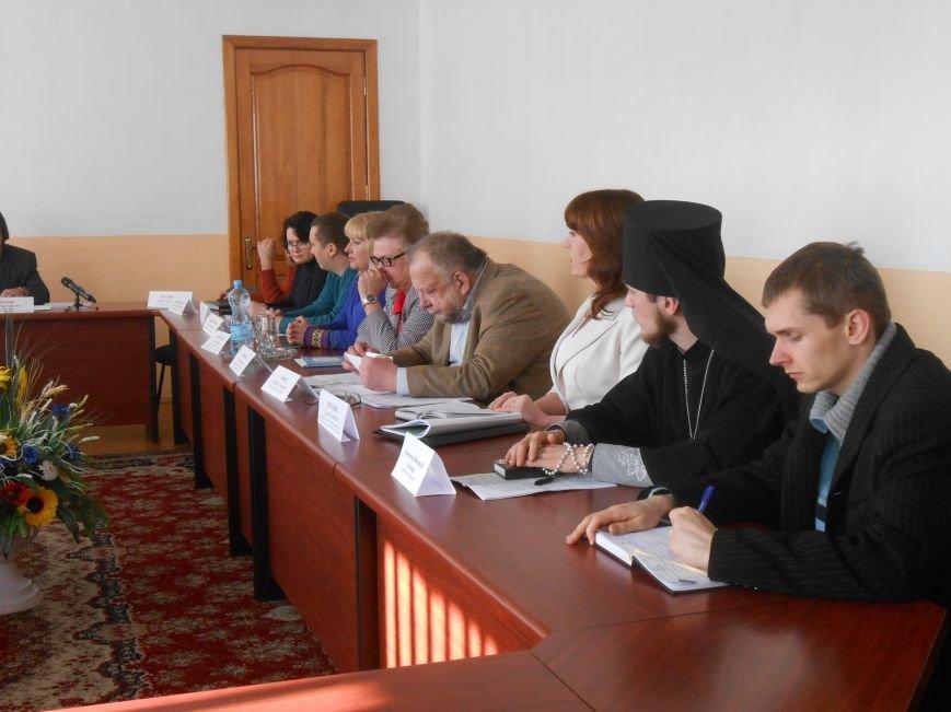 В Днепродзержинске проблему слова «гендерный» обсуждали за круглым столом (фото) - фото 1