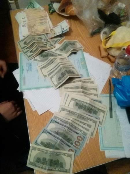 У Львові двоє поліцейських вимагали 1,5 тисяч доларів за закриття кримінальної справи (фото) - фото 1