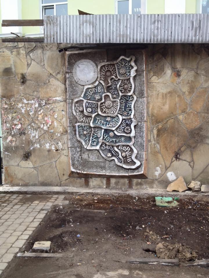 Що приховували кіоски на Театральному майдані Тернополя, фото-1