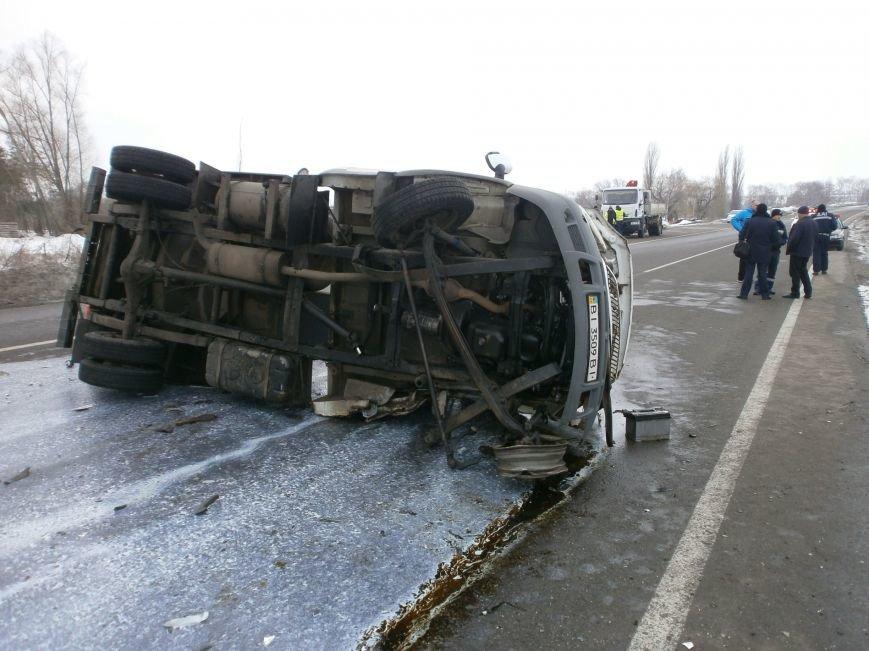 Страшная авария на Полтавщине: 1 человек погиб, 2 в больнице (фото) - фото 1