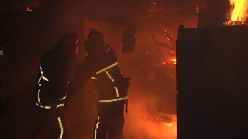 У Хмельницькому вночі на Гречанах горіли гаражі (Фото), фото-1