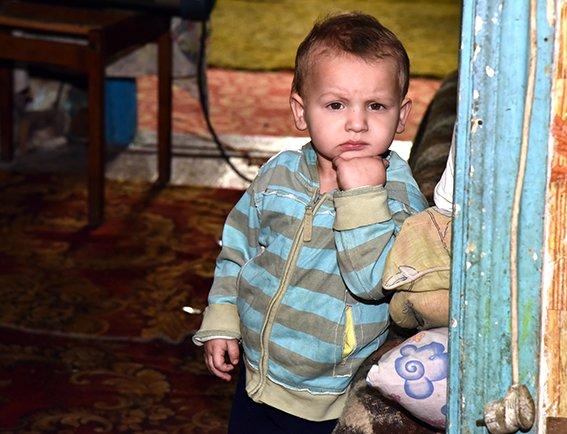 Полиция Мариуполя взяла под опеку многодетную семью (ФОТО) (фото) - фото 1