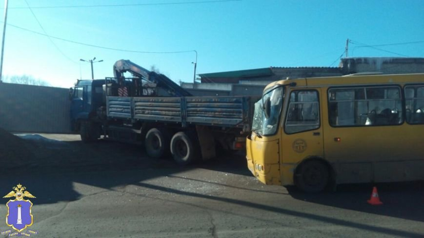В Ульяновске автобус врезался в КАМАЗ (фото) - фото 1
