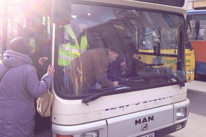 """У Франківську маршрутка """"вписалася"""" у автобус, фото-3"""