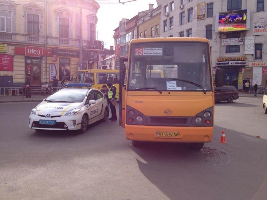 """У Франківську маршрутка """"вписалася"""" у автобус, фото-5"""
