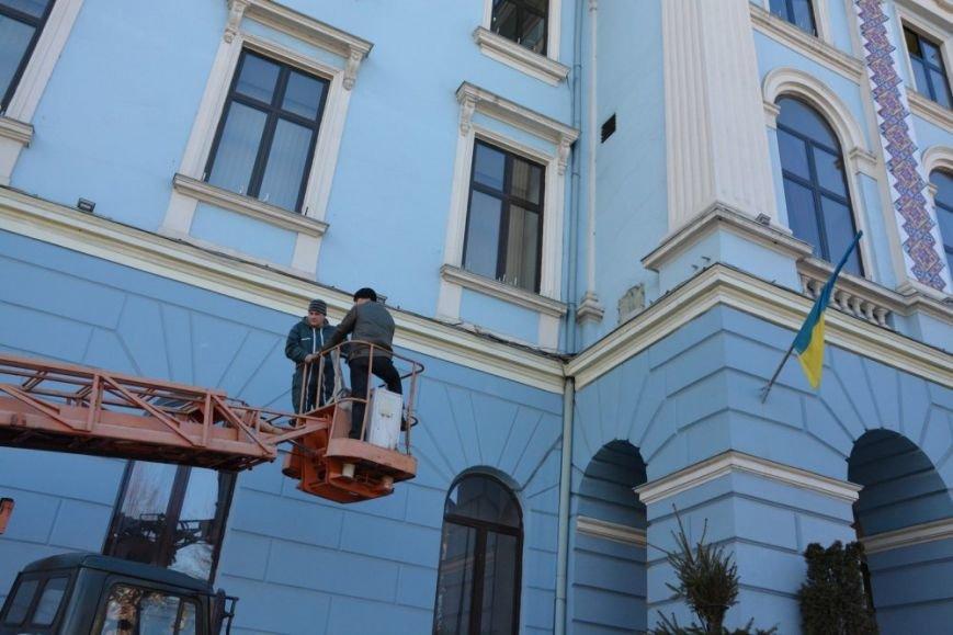 З будівлі Ратуші в Чернівцях зняли кондиціонер, фото-1