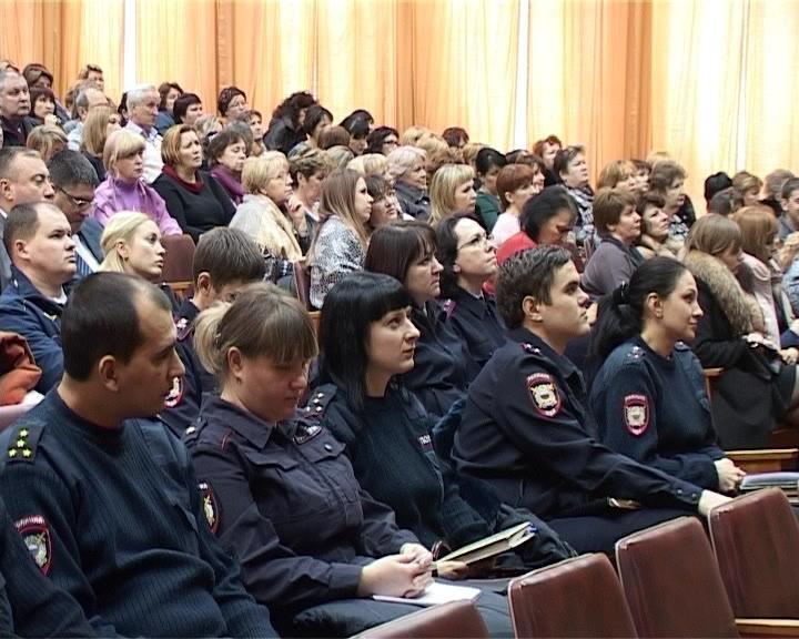 В администрации Армавира оценили работу комиссии по делам несовершеннолетних (фото) - фото 1