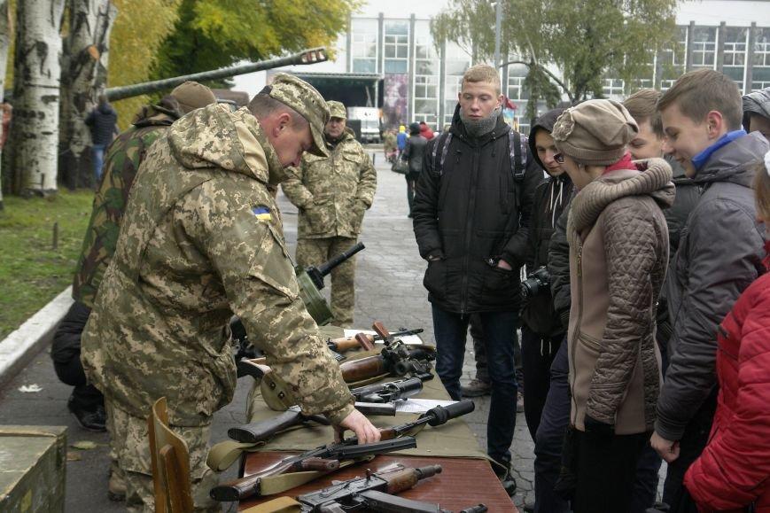 В Покровске (Красноармейске) проходит выставка военной техники, фото-6