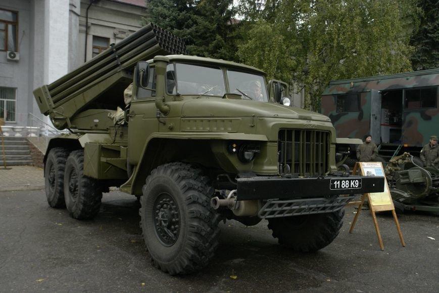 В Покровске (Красноармейске) проходит выставка военной техники, фото-3
