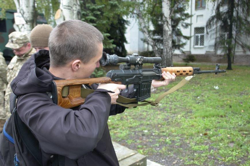 В Покровске (Красноармейске) проходит выставка военной техники, фото-7