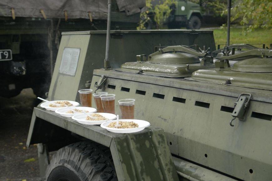 В Покровске (Красноармейске) проходит выставка военной техники, фото-9