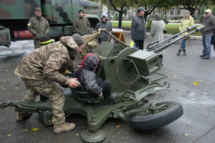 В Покровске (Красноармейске) проходит выставка военной техники, фото-4