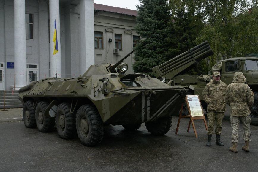 В Покровске (Красноармейске) проходит выставка военной техники, фото-2