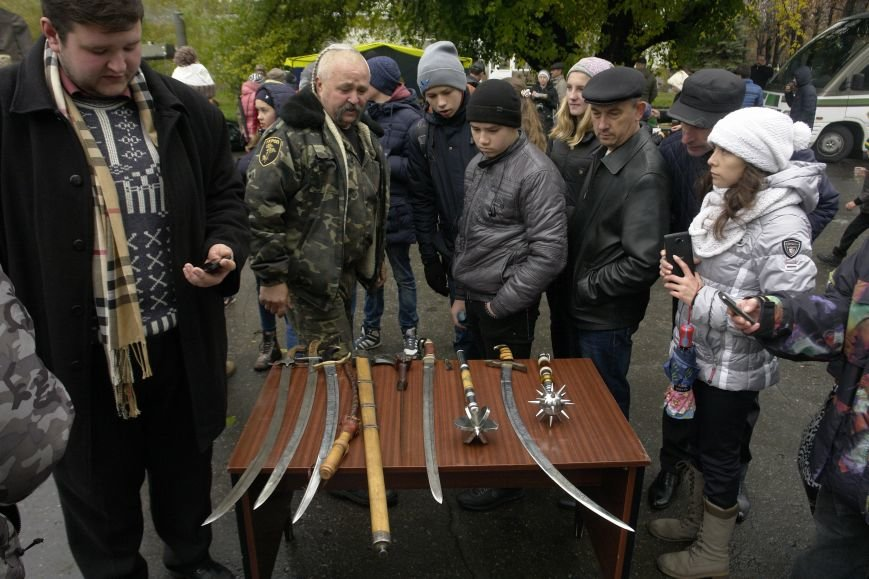 В Покровске (Красноармейске) проходит выставка военной техники, фото-8