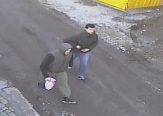 Появилось видео ограбления банка в Шевченковском районе Запорожья, -ФОТО, ВИДЕО (фото) - фото 1