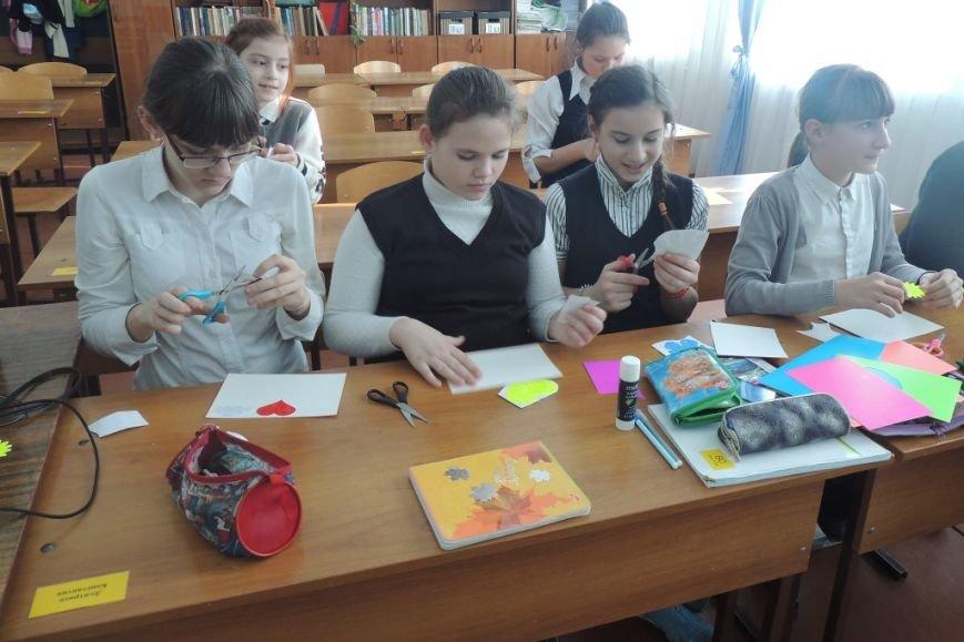 В преддверии праздника «Дня Святого Валентина», Госавтоинспекторы побывали в майкопских школах (фото) - фото 1