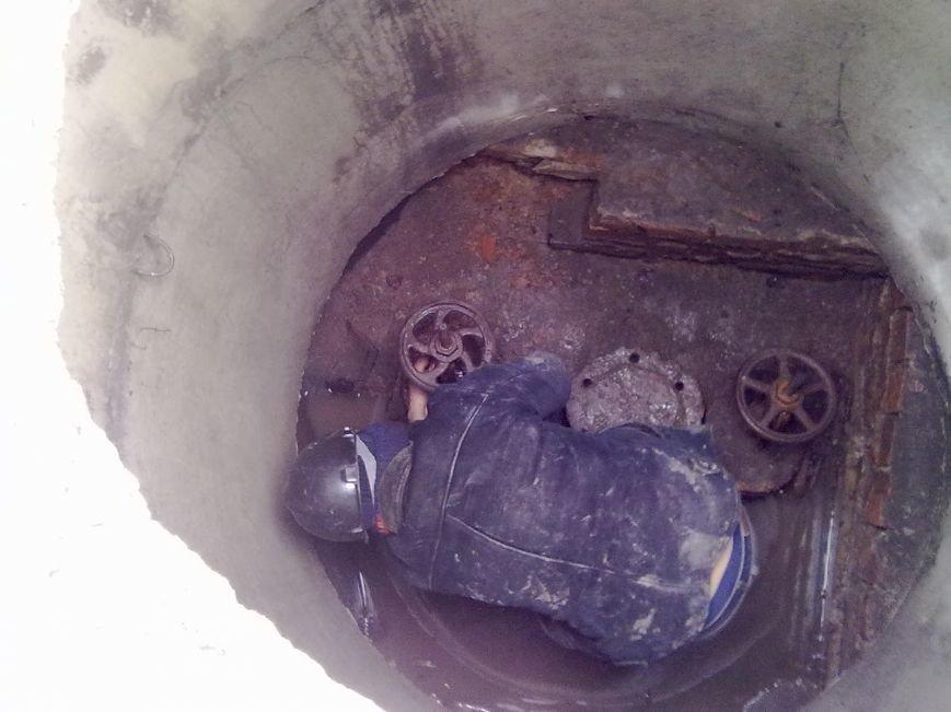 Работники Добропольского ПУВКХ практически ежедневно устраняют порывы (фото) - фото 1