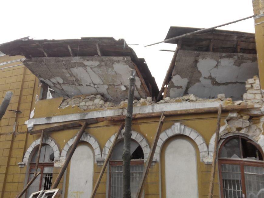 В центре Николаева рухнула часть спотшколы по фехтованию (фото) - фото 2