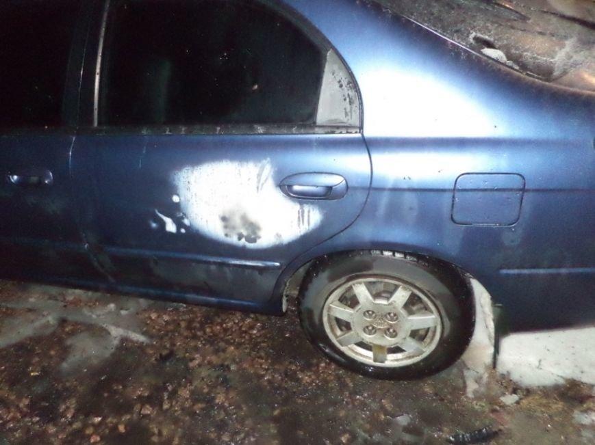В Чернигове на Масанах ночью подожгли автомобиль (фото) - фото 1