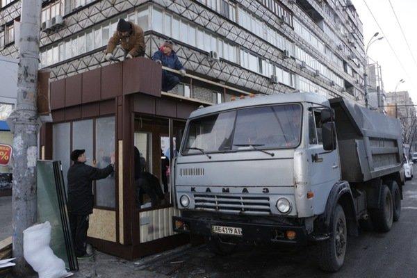 Как демонтировали киоск-гигант на проспекте Кирова: фотографии, фото-5