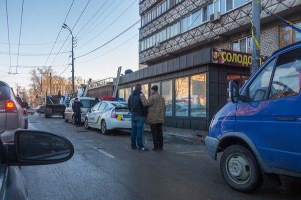Как демонтировали киоск-гигант на проспекте Кирова: фотографии, фото-11