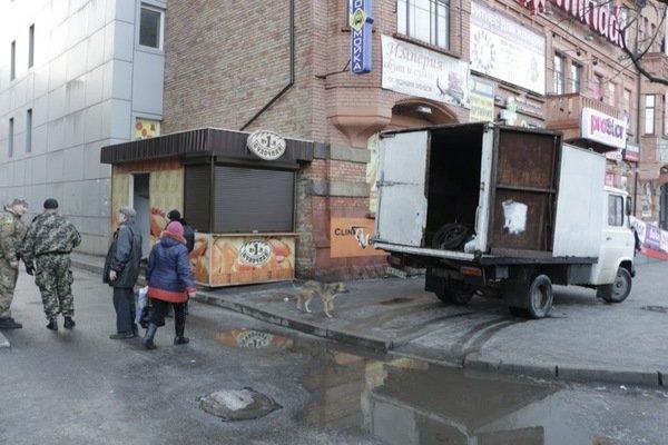Как демонтировали киоск-гигант на проспекте Кирова: фотографии, фото-1
