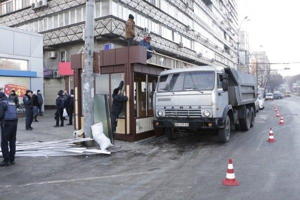 Как демонтировали киоск-гигант на проспекте Кирова: фотографии, фото-4