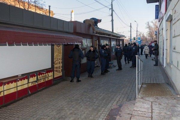 Как демонтировали киоск-гигант на проспекте Кирова: фотографии, фото-7