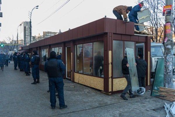 Как демонтировали киоск-гигант на проспекте Кирова: фотографии, фото-6