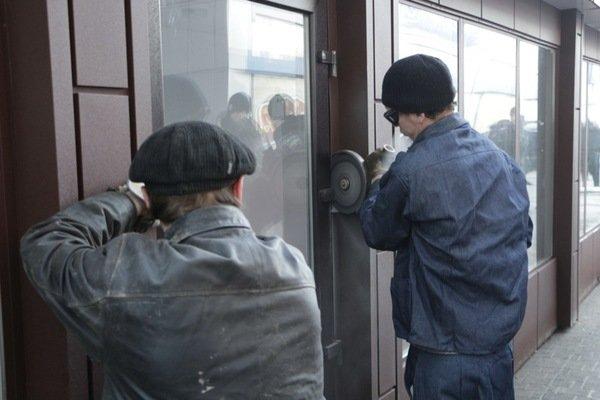 Как демонтировали киоск-гигант на проспекте Кирова: фотографии, фото-2