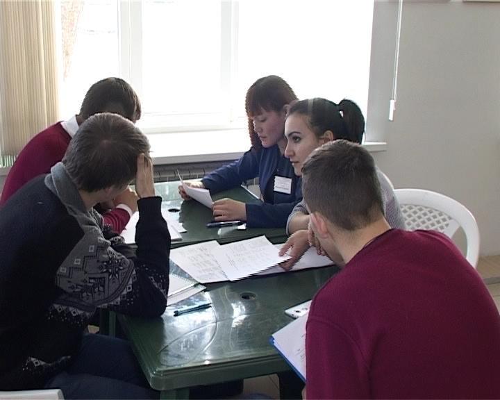 Студенты Армавира провели дебаты о патриотизме (фото) - фото 1