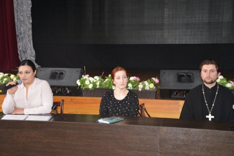 В Армавире  студентам рассказали о вреде наркомании, алкоголизма и табакокурения (фото) - фото 1