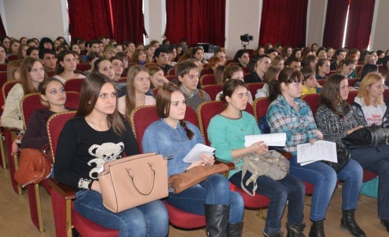 В Армавире  студентам рассказали о вреде наркомании, алкоголизма и табакокурения (фото) - фото 2