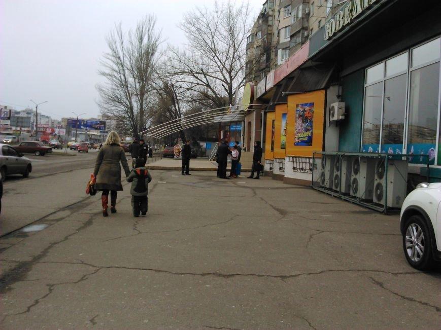 3f54c4c49a482e5e37a0a79a83b40353 В Одессе на Котовского сейчас полиция вскрывает крупное казино