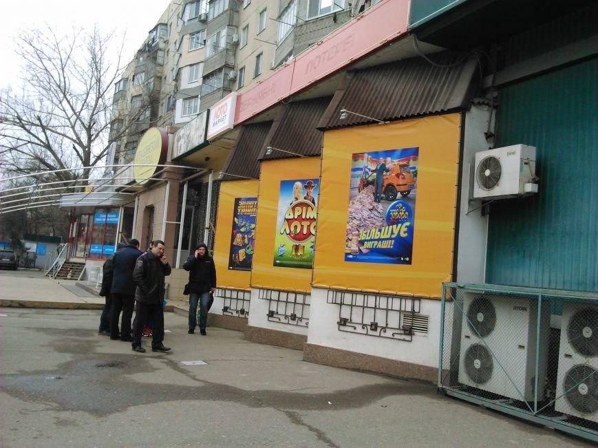 5ab8f194c90c3cab42f2916d8244389f В Одессе на Котовского сейчас полиция вскрывает крупное казино