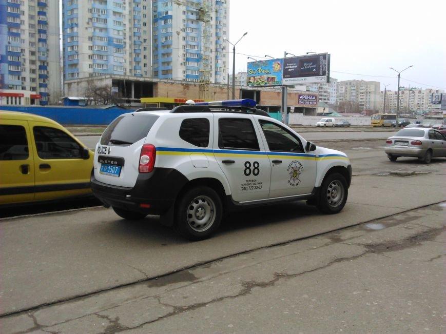 ef83e83c5666ccc106c37b37bc3fe1b6 В Одессе на Котовского сейчас полиция вскрывает крупное казино