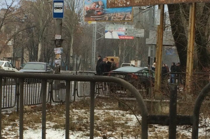 ДТП в Донецке: столкнулись три автомобиля, есть пострадавшие (фото) - фото 2