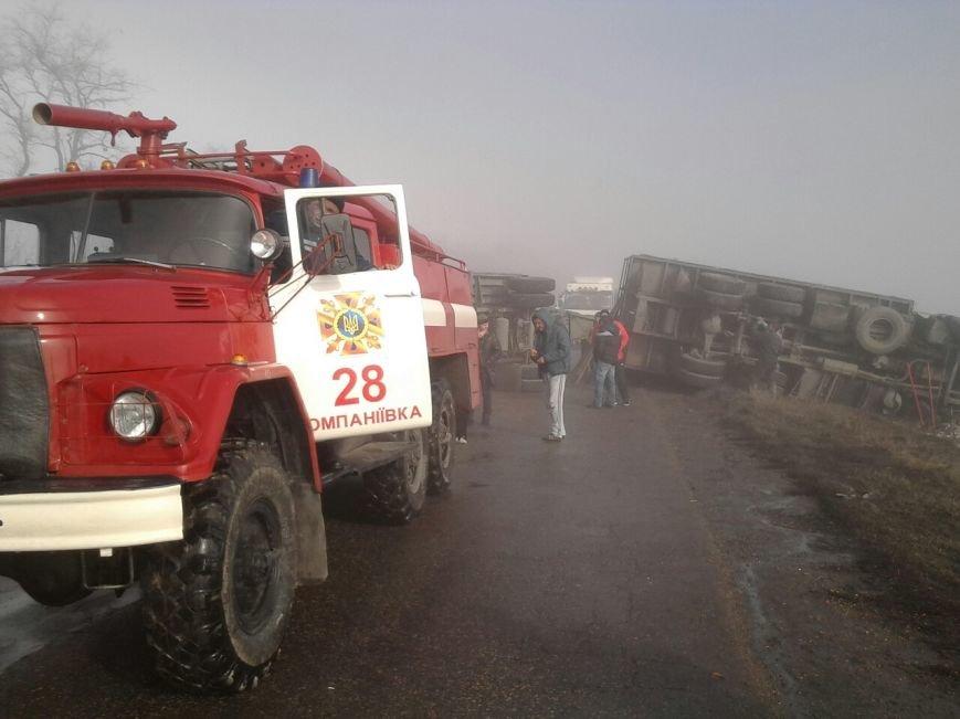 Компаніївський район: відновлено рух на автошляху, який було перекрито внаслідок перекидання вантажівки. ФОТО (фото) - фото 1