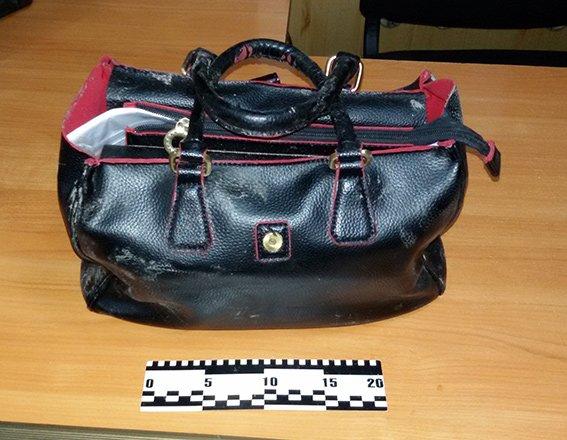 В Днепропетровске полиция задержала вора женских сумок (фото) - фото 1