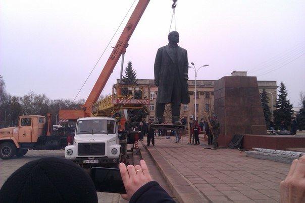 d05ee4c8f8ee7cda7a9b3abd7a6b863a Отвезли на покой: Как в Измаиле сносили крупнейший в области памятник Ленину