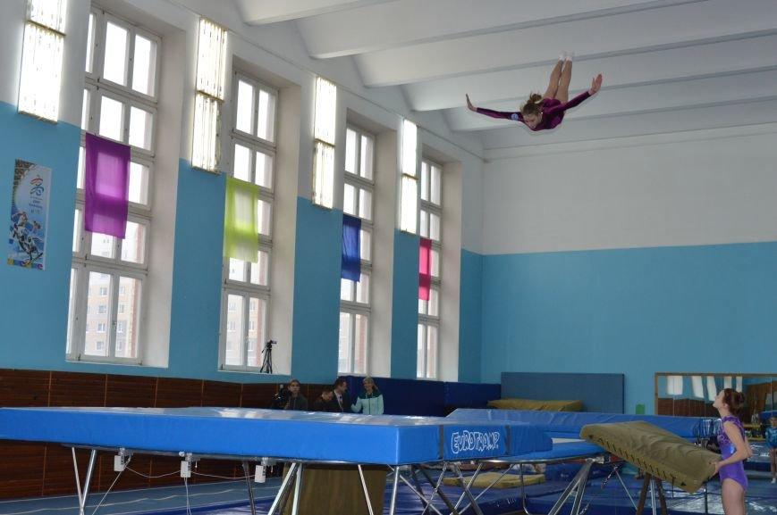 В Витебске стартовал республиканский турнир по прыжкам на батуте, фото-3