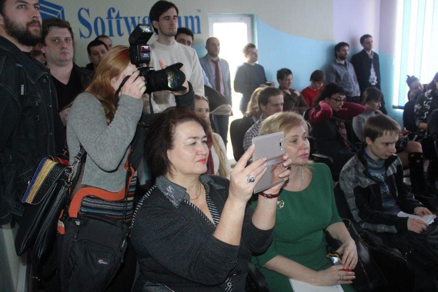 В Крыму открыли ИТ Центр, который будет реализовывать инновационные проекты (ФОТО) (фото) - фото 1