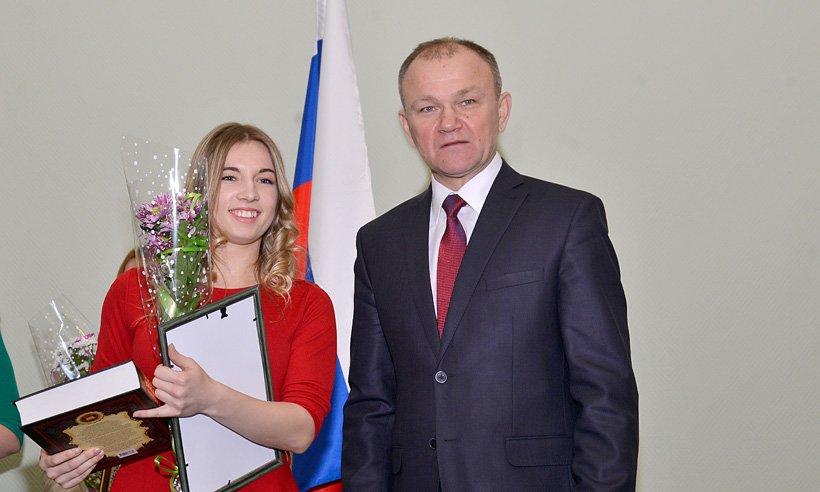 Власти Брянска наградили талантливую молодежь (фото) - фото 3
